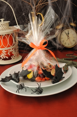 Halloween Table Setting. Image courtesy of Apolonia at FreeDigitalPhotos.net